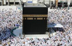 يُحذر العمل أو الحج..7 التزامات بالتأشيرة السياحية لدخول السعودية (فيديو)
