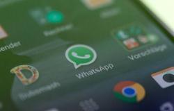 """محدث..لبنان تتراجع عن فرض رسوم على الاتصالات عبر """"واتس آب"""""""