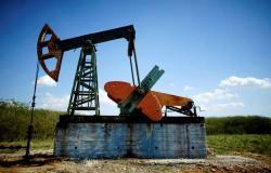 محدث.. هبوط أسعار النفط بعد ارتفاع قوي للمخزونات الأمريكية