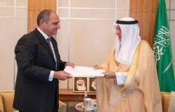 وزير الخارجية السعودي يتسلم أوراق اعتماد السفير المصري الجديد