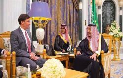 الملك سلمان يناقش عدة قضايا مع وزير الدفاع الأمريكي