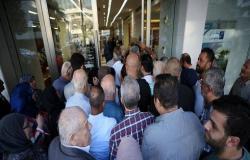بنوك لبنان تواصل عملها لليوم الثاني بعد أسبوعين من الإغلاق