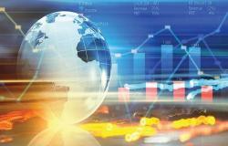 تعافٍ الذهب وقفزة مخزونات النفط.. الأبرز في الأسواق العالمية اليوم