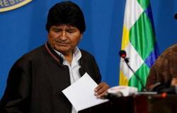 بعد 14 عاماً في السلطة.. رئيس بوليفيا يستقيل من منصبه