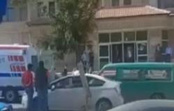 الأردن : زوجة تدفع زوجها عن درج في محكمة إربد الشرعية وتصيبه