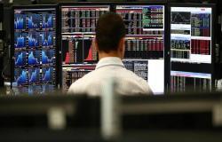 """مسح: المستثمرون يتدافعون على أسواق الأسهم خوفاً من """"ضياع الفرصة"""""""