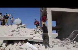 بالفيديو : مقتل مدنيين بغارات الأسد وروسيا المستمرة بأرياف حلب وإدلب