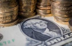 محدث.. الدولار يتحول للخسائر عالمياً عقب بيانات اقتصادية محبطة