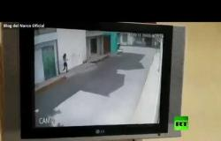 فتاة تهرب من مسلحين حاولوا خطفها