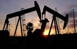 محدث.. أسعار النفط توسع مكاسبها لنحو 2% بعد بيانات المخزونات