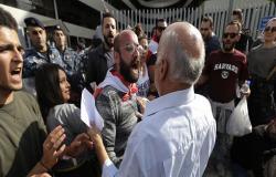 بالفيديو : قطع طرق واعتصامات في لبنان.. وزحمة على البنزين