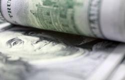 الدولار الأمريكي يتراجع هامشياً أمام العملات الرئيسية