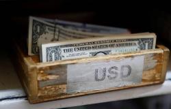 محدث.. الدولار يتحول للارتفاع عالمياً بعد تصريحات ترامب وبيانات اقتصادية