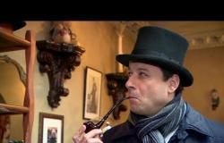 أحمد فاخوري يزور المحقق شرلوك هولمز في شقته في لندن .
