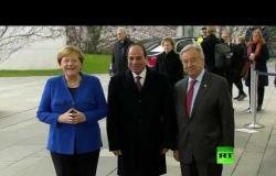 ميركل والسيسي على عتبة قاعة مؤتمر برلين