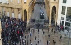 بالفيديو : اشتباكات بين قوات الأمن والمتظاهرين بمحيط البرلمان اللبناني