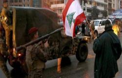 العنف يتصاعد بلبنان.. والجيش يواجه المتظاهرين بخراطيم المياه