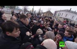 شاهد.. استقبال حافل للرئيس بوتين أثناء زيارة له إلى مقاطعة ليبتسك الروسية