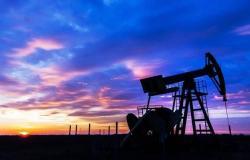 أسعار النفط تتراجع 1.5% لتسجل أدنى مستوى في 7 أسابيع