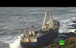 """سفينة """"أشباح"""" تظهر قرب الشواطئ الإيرلندية بسبب عاصفة دينيس"""