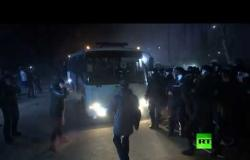 الأوكرانيون يهاجمون حافلات تقل مواطنين عائدين من ووهان
