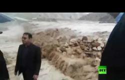 محافظ مدينة كوهدشت غرب إيران يتفقد مناطق الفيضانات