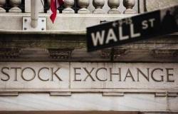 """الأسهم الأمريكية تتحول للهبوط.. و""""داو جونز"""" يفقد 440 نقطة"""