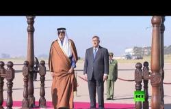 شاهد لحظة استقبال الرئيس الجزائري عبد المجيد تبون لأمير قطر الشيخ تميم بن حمد آل ثاني