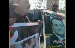 """""""وداعا مبارك"""".. مؤيدون يرفعون لافتات حبآ لمبارك من أمام مسجد المشير"""