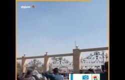 """لحظة وصول جثمان """"مبارك"""" في طائرة عسكرية إلى مسجد المشير"""