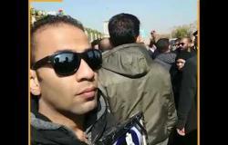 بكاء مواطنين لوفاة مبارك من أمام مسجد المشير