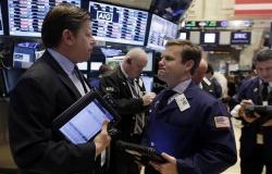 اللون الأحمر يخيم على الأسواق العالمية اليوم