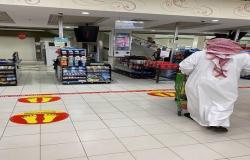 بالصور..السعودية تلزم مراكز التسوق بوضع إشارات تحدد المسافة الصحية