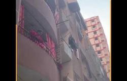 """سيارة تجوب """"دار السلام"""" لرش المباني والمحلات"""