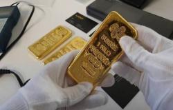 الذهب يرتفع 16 دولاراً مع ترقب بيانات اقتصادية