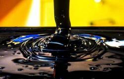 أسعار النفط ترتفع 6% مع ترقب انتهاء حرب الأسعار