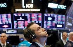 الأسهم الأمريكية تتراجع بالمستهل مع تهديدات ترامب ونتائج الأعمال