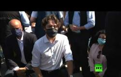 رئيس وزراء كندا ترودو يركع أثناء مظاهرة ضد العنصرية