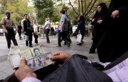 الريال الإيراني يواصل هبوطه ويسجل انهياراً قياسياً جديداً