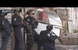اشتباكات عنيفة بين محتجين فلسطينيين وجنود إسرائيليين في الخليل