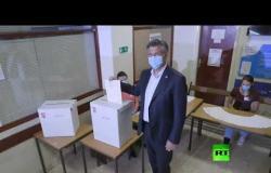 رئيس وزراء كرواتيا يدلي بصوته في الانتخابات البرلمانية واستطلاعات ترجح حفاظ يمين الوسط على الأغلبية