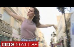 راقصة باليه تقدم عروضا في شوارع تونس