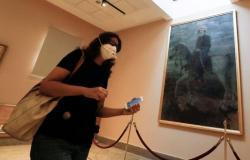 مصر تسجل 1025 إصابة جديدة بفيروس كورونا و75 وفاة