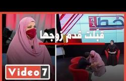 فيديو.. قبّلت قدم زوجها على الهواء فشاهد ماذا حدث