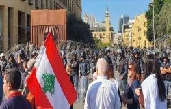 """بيروت.. وقفة قرب سفارة واشنطن رفضا لـ""""تدخلها"""" بالشأن اللبناني"""