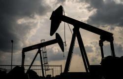 برنت عند 43 دولارًا.. هبوط مخزونات الخام الأمريكي يدفع بأسعار النفط للارتفاع