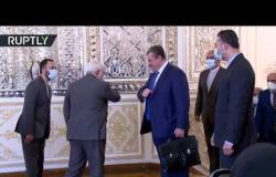 شاهد.. محمد جواد ظريف يستقبل رئيس لجنة العلاقات الدولية في مجلس الدوما الروسي