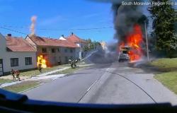 فيديو حريق الرافعة.. ما الذي أصاب رجال الإطفاء بالرعب؟