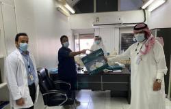 مراكز الخبر والدمام الصحية توزع حقائب احترازية هدايا لموظفيها