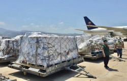 """شاهد.. وصول الطائرة الإغاثية الثالثة التي سيّرها """"إغاثي الملك سلمان"""" إلى #لبنان"""